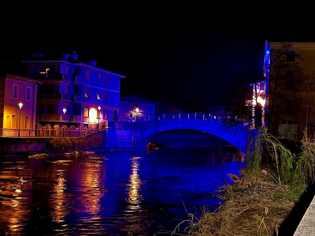 2 aprile 2021 Giornata Mondiale dell'Autismo - Il Ponte Vecchio Si Tinge Di Blu